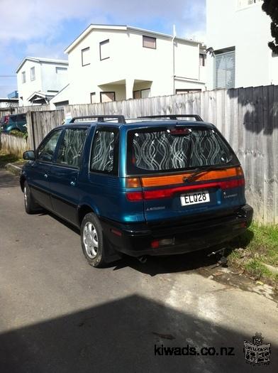 Vends Mitsubishi Chariot de 1996, disponible sur Auckland à partir du 05-01-16 - prix négociable