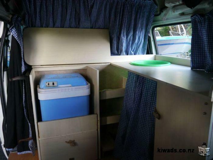location camping-car (camper van) Toyota Hiace entièrement équipée à partir du 24 mars